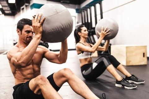ВЕЖБАЈТЕ ДОМА: 30-минутен тренинг со кој ќе ги согорите сите вишок калории